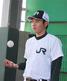 ボールを上げる東條大樹(JR東日本)投手