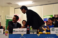 徳島インディゴソックス・中島輝士監督と握手を交わす木下雄介投手(中日ドラゴンズ育成1巡目指名)