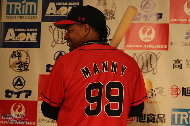 「野球の楽しさ」を伝道するために マニー・ラミレス高知ファイティングドッグス入団会見