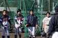 左から志村 亜貴子選手、加藤 優選手(ともにアサヒトラスト)、金 由起子選手(ホーネッツ・レディース)、笠原 千鶴選手(防衛大学校男子硬式野球部)、大倉 孝一監督